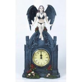 Mroczny zegar z kobietą