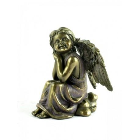 Aniołek zamyślony