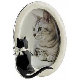 Oval picture frame with cat