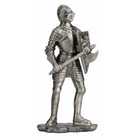 Cynowy rycerz z toporem i tarczą
